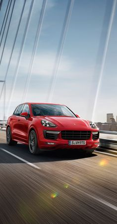 The precise lines of the front, derived from the Cayenne Turbo, larger air intakes and the headlights demonstrate one thing above all else: the Cayenne GTS is not a player. It is a performer.  *Combined fuel consumption in accordance with EU6: 10.0–9.8 l/100 km; CO2 emissions 234–228 g/km