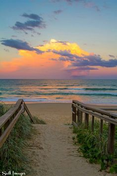 Mount Coolum or Marcoola Beach? Beautiful Sites, Beautiful Places To Visit, Beautiful Sunset, Nature Beach, Water Art, Beach Scenes, Pictures To Paint, Beach Photos, Beach Trip