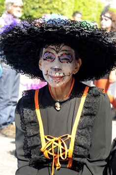 MORELIA, MEXICO - OCTOBER 31: A woman poses for pictures during the Catrinas contest as part of Day of the Dead celebration on October 31, 2015 in Morelia, Mexico. (Photo by Pedro Gonzalez Castillo/LatinContent/Getty Images)