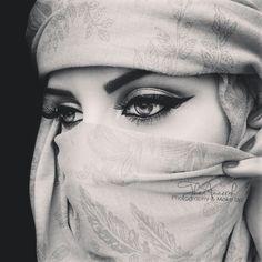 Arabic eye make up Arabian Women, Arabian Beauty, Beautiful Hijab, Beautiful Eyes, Arabian Eyes, Dubai Fashionista, Arabian Princess, Arab Swag, Arabic Makeup