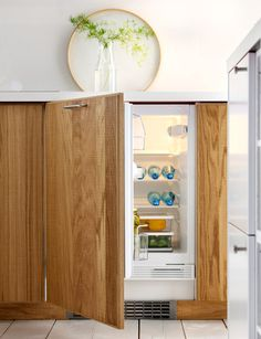 integrated mini fridge- awesome for the playroom and mudroom! Ikea Kitchen Units, Small Space Kitchen, Kitchen Shelves, Small Rooms, Small Spaces, Kitchen Interior, Kitchen Decor, Cool Mini Fridge, Integrated Fridge