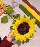 Подсолнух из бумаги Tissue Paper Roses, Crepe Paper Flowers, Felt Flowers, Diy Flowers, Paper Flower Decor, Flower Crafts, Flower Decorations, Sunflower Party, Sunflower Bouquets