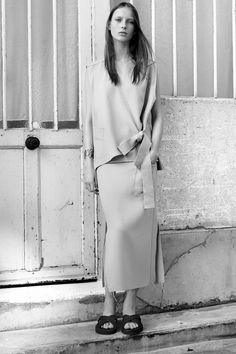 Chic Minimal Tailoring - minimalist fashion, understated style // Ph. Karim Sadli