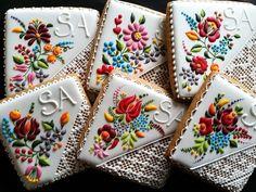 Chef hungaro transforma galletas en unas deliciosas pequeñas obras de arte