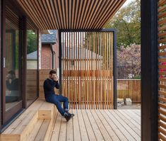 Anya Moryoussef and Gregory Beck Rubin replace a home's run-down rear wing with a semi-enclosed patio. Deck With Pergola, Pergola Patio, Pergola Kits, Backyard Patio, Small Balcony Design, Terrace Design, Patio Design, Enclosed Patio, Outdoor Living Rooms