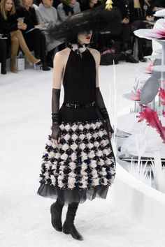 See the best looks from Chanel Couture Spring 2015, here: