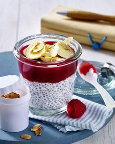 Our popular recipe for chia pudding with raspberries and coconut milk and more than other free recipes on LECKER. Our popular recipe for chia pudding with raspberries and coconut milk and more than other free recipes on LECKER. Paleo Dessert, Healthy Dessert Recipes, Smoothie Recipes, Thermomix Desserts, Chia Pudding, Coconut Pudding, Low Carb Desserts, Low Carb Recipes, Beef Recipes