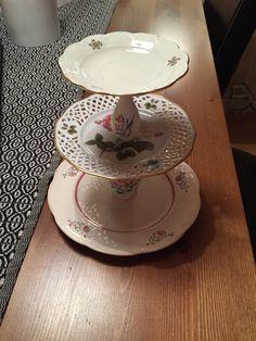 Kakfat gjort av fina tallrikar och små vaser!