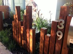 47 DIY Front Yard Privacy Fence Remodel Ideas – Alternative Home Backyard Privacy, Front Yard Landscaping, Luxury Landscaping, Landscaping Company, Timber Posts, Wooden Fence Posts, Privacy Fence Designs, Privacy Screens, Australian Native Garden