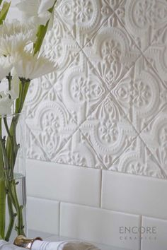 How to clean your kitchen credenza? Styrofoam Ceiling Tiles, House Tiles, Kitchen Backsplash, Ceramic Tile Backsplash, Tile Design, Home Kitchens, Home Remodeling, Kitchen Remodel, House Design