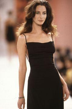 "fashiion-gone-rouge: ""Christy Turlington - Todd Oldham // Spring 1994 RTW "" 90s Fashion, Runway Fashion, High Fashion, Fashion Show, Vintage Fashion, Fashion Outfits, Fashion Design, Fashion Hair, Style Fashion"