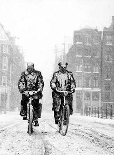 1950's. Winter in Amsterdam. Photo Kees Scherer. #amsterdam #1950
