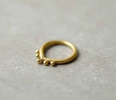 This stoneless gold stunner:
