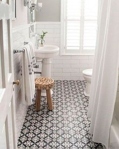 Such a simple and clean white and black bathroom design. - M Loves M Such a simple and clean white and black bathroom design. - M Loves M Ideas Baños, Cool Ideas, Tile Ideas, Decor Ideas, Decorating Ideas, Interior Decorating, 2017 Ideas, Modern Farmhouse Bathroom, Vintage Farmhouse