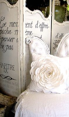 French White- I love the dressing screen with verbage :-) French Chic, French Country Style, French Decor, French Country Decorating, Jeanne D'arc Living, Dressing Screen, Dressing Room, Trumeau, Oui Oui