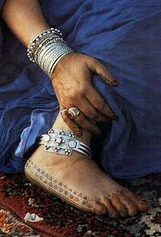 Africa | A guedra dancer with hennaed feet, Marrakesh. Morocco | ©Carol Beckwith and Angela Fisher ~ African Ceremonies Collection, 1984