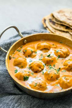 Vegan malai kofta in a kadai pot viewed from an angle with chapati in the background Indian Food Recipes, Vegetarian Recipes, Cooking Recipes, Healthy Recipes, Authentic Indian Recipes, Vegan Indian Food, African Recipes, Curry Recipes, Rice Recipes