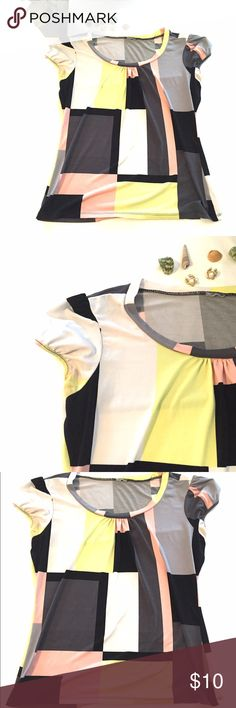 """🆕listing! Geometric Top Size Medium Great top with cap sleeves and a geometric print. This is a size medium but the tags have been removed. Measurements : armpit to armpit 19"""" length 24"""".  The price is firm unless bundled. Worthington Tops"""
