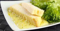 Recette de Pain de poisson blanc à la sauce légère au citron. Facile et rapide à réaliser, goûteuse et diététique.