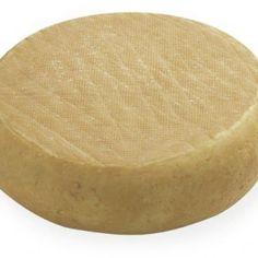 FIOR DELLE DOLOMITI (TIPO ITALICO, FORMAGGIO MOLLE DA TAVOLA, CACIOTTA) P.A.T. Formaggio grasso, di breve stagionatura, a pasta molle. La capra ha la capacità di adattarsi a qualsiasi ambiente, clima e territorio. In Valbelluna da anni si allevano per ricavare il latte da trasformare in formaggio. Il Fior delle Dolomiti è a pasta molle e si consuma dopo una breve stagionatura. La bassa intensità aromatica lo rende piacevole.
