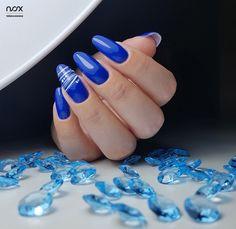 Kobalt kojarzony głównie z zimą, świetnie sprawdza się również w otoczeniu jesieni, szczególnie w zestawieniu ze śnieżnobiałym Misiem Polarnym! Co sądzicie o takim połączeniu? 😍  #nails #nail #nailsart #nailart #nailsartist #nailartist #navybluenails #nails2inspire #nailsdesign #nailsinspirations #winternails #autumnnails #mani #manicure #manicurehybrydowy #paznokcie #paznokciehybrydowe #paznokcieżelowe #granatowepaznokcie #hybrydy #hybryda #pazurki Nailart, Manicure, Beauty, Ongles, Long Nails, Nail Bar, Nails, Polish, Manicures