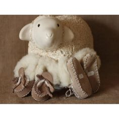 Stunning natural sheepskin booties for children! Perfect for the winter. Made in UK - £24.95 Delivered > www.madecloser.co.uk/clothes-accessories/footwear/hunni-bee-yellow-shoes