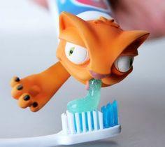 Find us on:  www.lazienkizpomyslem.pl & www.facebook.com/lazienkizpomyslem  gadżet, pasta do zębów, łazienka