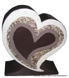 tutoriel une urne en carton en forme de coeur patron offert diy cr er en carton avec l. Black Bedroom Furniture Sets. Home Design Ideas