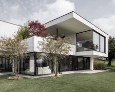 Finde moderne Häuser Designs in Weiß: . Entdecke die schönsten Bilder zur Inspiration für die Gestaltung deines Traumhauses.