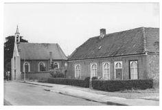 Oude pastorie; bezit aan de achterzijde muurankers die het jaartal 1751 vormen. Het huis is een van de weinige oude gebouwen die het dorp Asten nog bezit. Van deze pastorie naar de N.H. Kerk loopt een oude muur waarin in het begin van de 19e eeuw enkele ramen en een deur zijn dichtgemetseld. Deze muur vormt het laatste restant van de 18de-eeuwse schuurkerk.