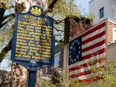 En #Filadelfia  (#Philadelphia) está la Casa de Betsy Ross, una edificación de 1740 donde vivió esta mujer costurera y tapicera que se cree que hizo la primera #bandera de #EstadosUnidos. http://www.nuevayork.travel/ciudades-para-visitar/filadelfia/