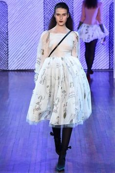 See the complete Olympia Le-Tan Fall 2015 Ready-to-Wear collection.