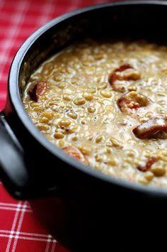 Erdőbényei nagyanyám készítette így a lencsefőzeléket minden újévre. Nem hiszem, hogy egy tipikus Tokaj-hegyaljai recept lenne, inkább hallhatta valahol, de nagyon szeretjük azóta is. Nálunk is készül lencse minden évben, egy hagyományos, és egy modernebb változat, a... Healthy Soup Recipes, Cooking Recipes, Hungarian Recipes, Slow Cooker Soup, Diy Food, Food Inspiration, Easy Meals, Food And Drink, Favorite Recipes