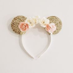 Gold Minnie Mouse Ears on Ivory and Peach Floral Crown Headband These gold glitter floral Minnie ears are perfect for birthday parties, Disney vacations, dress up, play and every day! Minnie Birthday, Birthday Parties, Mini Mouse First Birthday, 2nd Birthday, Pink Floral Crowns, Flower Crowns, Minnie Y Mickey Mouse, Minnie Mouse Headband, Baby Mickey