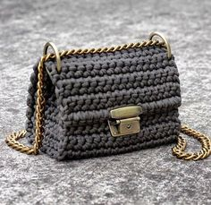 Bolsa de aleta de ganchillo color caqui con la cadena de