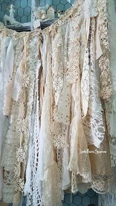 Super ideas for shabby chic wedding cake fabric garland Shabby Chic On A Budget, Shabby Chic Vintage, Estilo Shabby Chic, Shabby Chic Homes, Shabby Chic Style, Vintage Lace, Antique Lace, Cortinas Shabby Chic, Shabby Chic Curtains