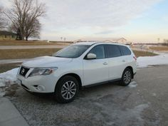 Make:  Nissan Model:  Pathfinder Year:  2013 Exterior Color: Offwhite Interior Color: Black Doors: Four Door Vehicle Condition: Excellent Phone:    319-430-6567 For More Info Visit: http://UnitedCarExchange.com/a1/2013-Nissan-Pathfinder-580922514070