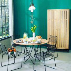 Recebi por email um novo catálogo da @tokstok de fim de ano contando a cor do momento na marca: esmeralda! Achei o tom tão tão bonito! Fica a dica para quem anda pensando em renovar os tons do lar doce lar! Por aqui já escolhi as cores das paredes do Migs... Mostro já já! #verde #verdeesmeralda #étendencia #tokstok #colaindica