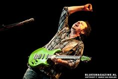 Steve Lukather - great pic!