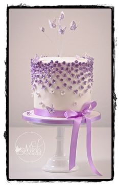 gâteau mini fleurs violettes (Cake Decorating With Fondant) Mini-Torte mit lila Blüten (Fondantkuchen) Purple Cakes, Purple Wedding Cakes, Cake Decorating With Fondant, Cake Decorating Techniques, Decorating Ideas, Pretty Cakes, Beautiful Cakes, Fondant Cakes, Cupcake Cakes