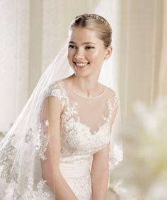 O rochie de mare rafinament și delicatețe - Imara: http://www.cristalmariage.ro/colectia-2014/la-sposa/colectia/imara