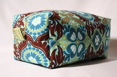Cosmetic pouch. This is a great tutorial...I made one with no problems!