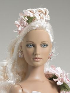 Blushing Queen | Tonner Doll Company