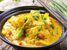 Fish Curry: Curries are easy to make at home and they work with all types of fish and meat, including game. Fish Recipes, Indian Food Recipes, Asian Recipes, Healthy Cooking, Cooking Recipes, Healthy Recipes, Fish Curry Coconut, Thai Coconut, Tofu