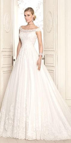 Lace wedding dress. Leave out the soon-to-be husband, for the time being lets concentrate on the bride whom thinks about the wedding as the very best day of her life. With this basic fact, then it's definite that the wedding dress ought to be the best.