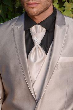 m96-luxusny-pansky-oblek-svadobny-salon-valery