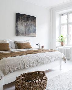 49 European Decor Room You Will Definitely Want To Keep - Geek Interior Design Cozy Bedroom, Bedroom Decor, Blue Bedroom, Decor Room, Bedroom Wall, European Decor, Bright Homes, Minimalist Bedroom, Minimalist Apartment