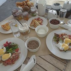 Breakfast is the most important meal of the day! #AndronisExclusive #AndronisLuxurySuites #Santorini Photo credits: @erkbuk