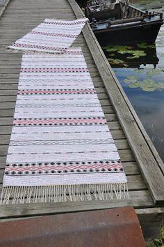 väverskas everyday, inspiration and carpets Swedish Style, Scandinavian Style, Rugs On Carpet, Carpets, Swedish Weaving, Rag Rugs, Weaving Patterns, Recycled Fabric, Woven Rug