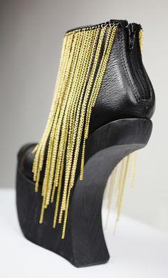ketjukenkä takaa! Peeps, Peep Toe, Gold, Shoes, Fashion, Moda, Zapatos, Shoes Outlet, Fashion Styles